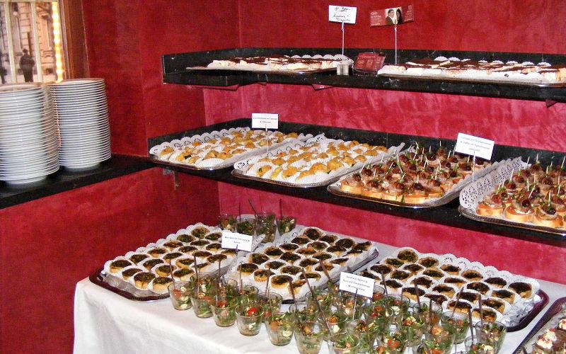 kleines Fingerfood Buffet - Caduli Catering