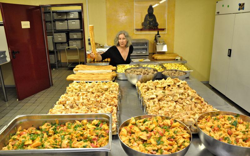 Die Köchin bei der Arbeit - Caduli Catering