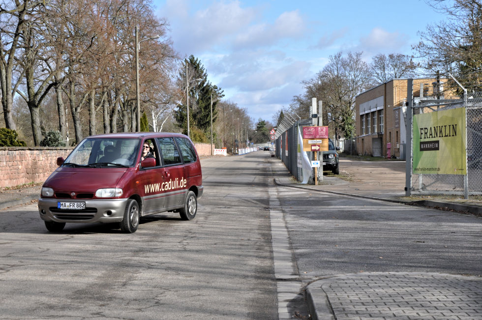 Einfahrt gegenüber dem Käfertaler Friedhof