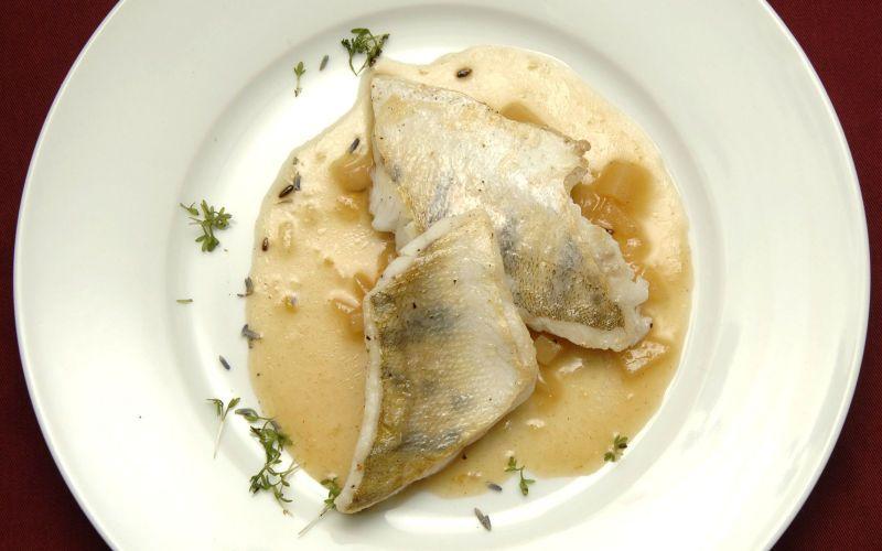 Gegrillter Zander an Lavendelsauce - Caduli Catering